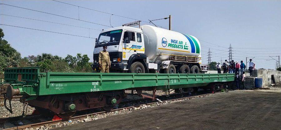 First oxygen express leaves Mumbai for Vishakapatnam