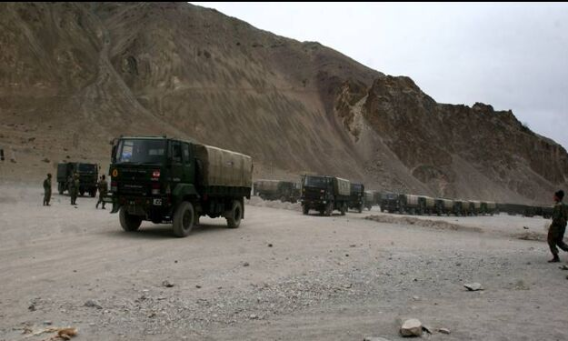 Indian soldiers tell Chinese troops to stop incursion attempts, put up barbed wire