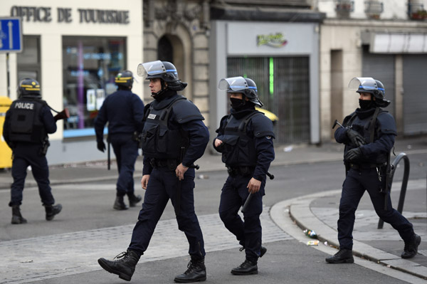Two killed in police siege to get Paris attack mastermind