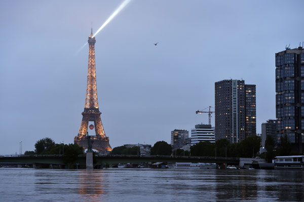 Paris museums close doors as Seine peaks