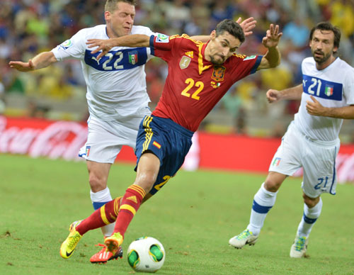 Nerveless Jesus Navas sends Spain into Confederations Cup final