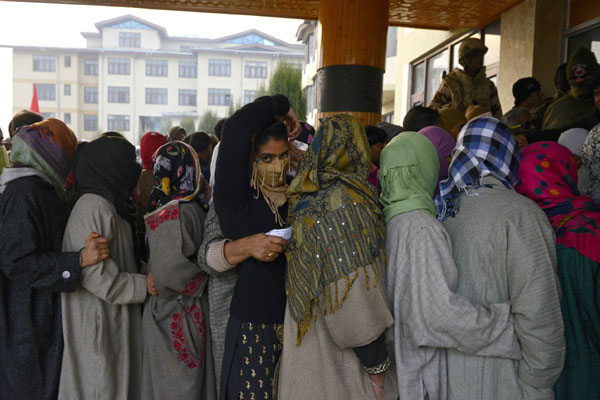 Kashmir turnout dips to less than 50 percent; 61 percent in Jharkhand
