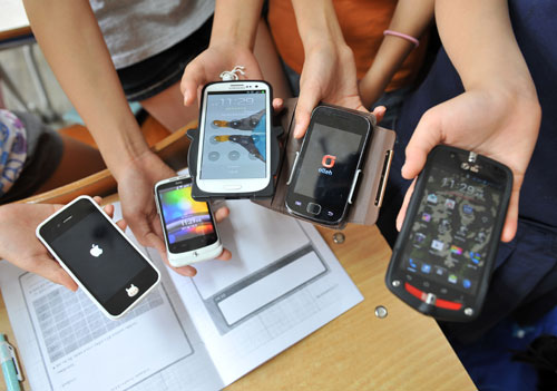 Shopping through smartphones on the rise: study