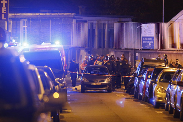 World reacts in shock, solidarity after Paris attacks