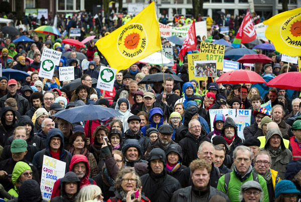 Thousands take part in climate change protest in Amsterdam