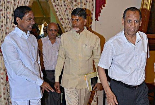 Andhra, Telangana CMs agree on talks to solve issues