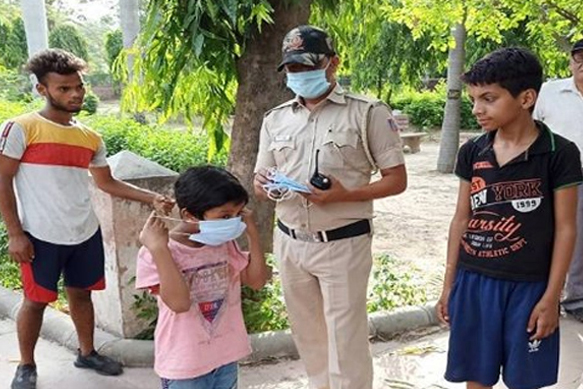 Delhi rules: Pay Rs 500 fine for not wearing masks, spitting in public