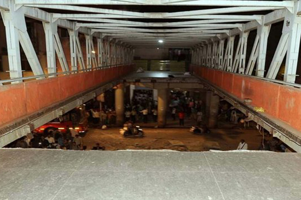 Mumbai bridge crash: 6 dead; BMC-Railways face heat
