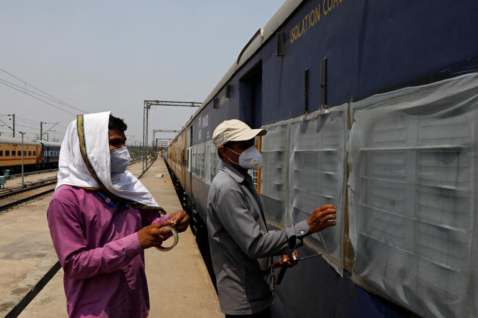 Roof insulation for COVID-19 coaches in high temperature areas: Railways