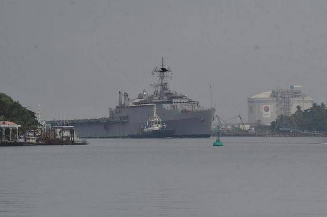 INS Jalashwa arrives with 588 Indians from Maldives