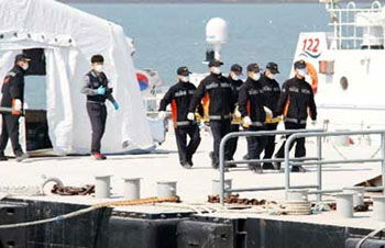 Toll rises to 11 in South Korea ship disaster