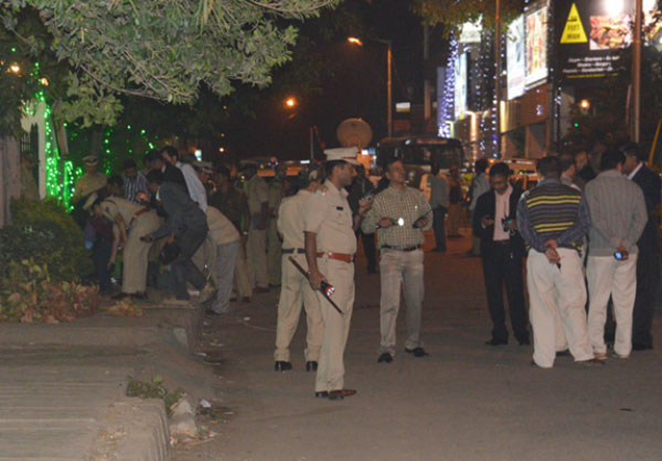 One killed in explosion oustide restaurant in Bengaluru