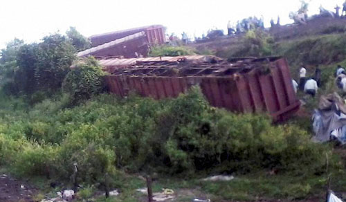 12 bogies of a goods train derails near Chiplun