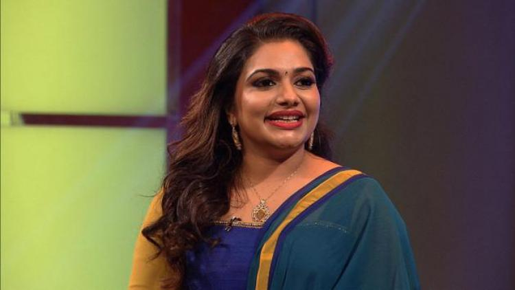 Income Tax raid at Rimi Tomy's house