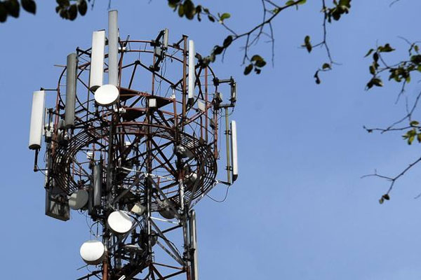 Government can go ahead with 2G spectrum auction: SC