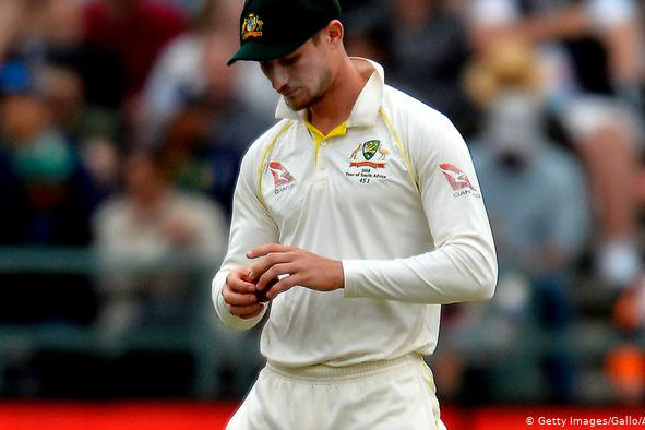 Holding finds no logic in legalising ball-tampering, Waqar says saliva must; Donald in favour