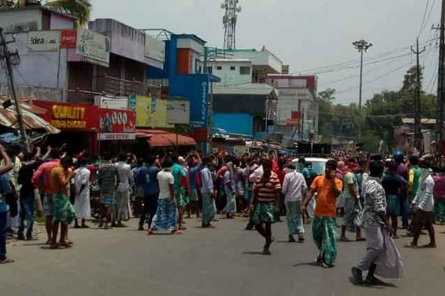 Migrant labourers in Kerala want to go home, stage protest
