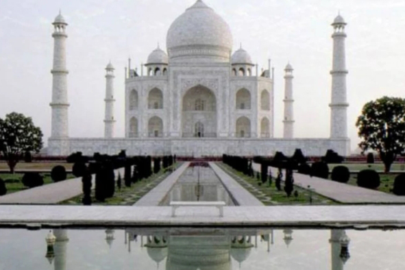 Gusty wind damages trees, minor structures in Taj Mahal