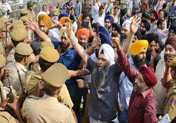 Sikhs end protests in Jammu, army withdrawn