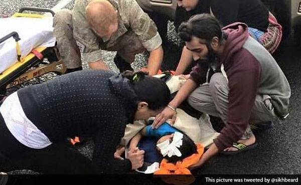 Sikh who removed turban to help wounded boy lauded worldwide