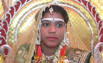 10 lakh reward to bride who chose toilet to jewellery