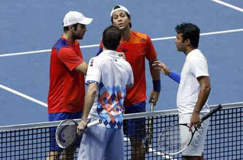 Paes-Stepanek suffer defeat in year-end finals
