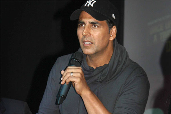 Akshay Kumar sorry for fan-punching incident