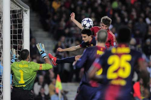 Bayern destroy Barca again, cruise to final