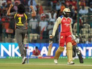 Classy Kohli carries RCB to easy victory