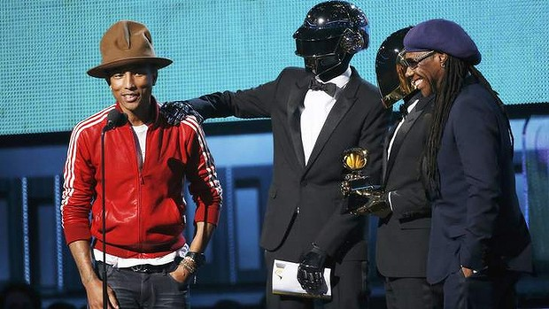 Daft Punk leads 56th Grammy Awards with five gongs
