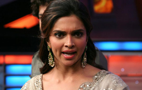 Didnt ask SRK to change Dilwale release date: Deepika