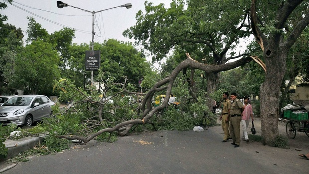 Squall plays havoc in Delhi, transport disrupted, nine killed