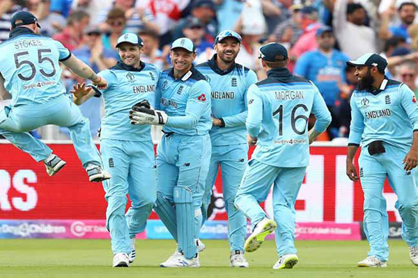 Clinical England beat India to keep semis hopes alive