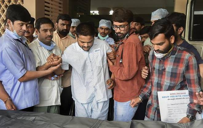Hardik discharged, continues fast