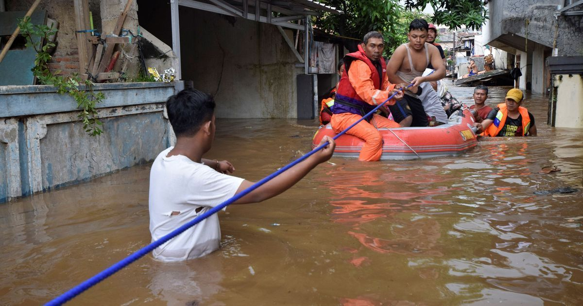 Death toll in Indonesia floods reaches 59