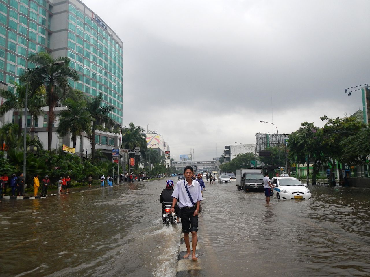 Sinking city: Indonesias capital on brink of disaster