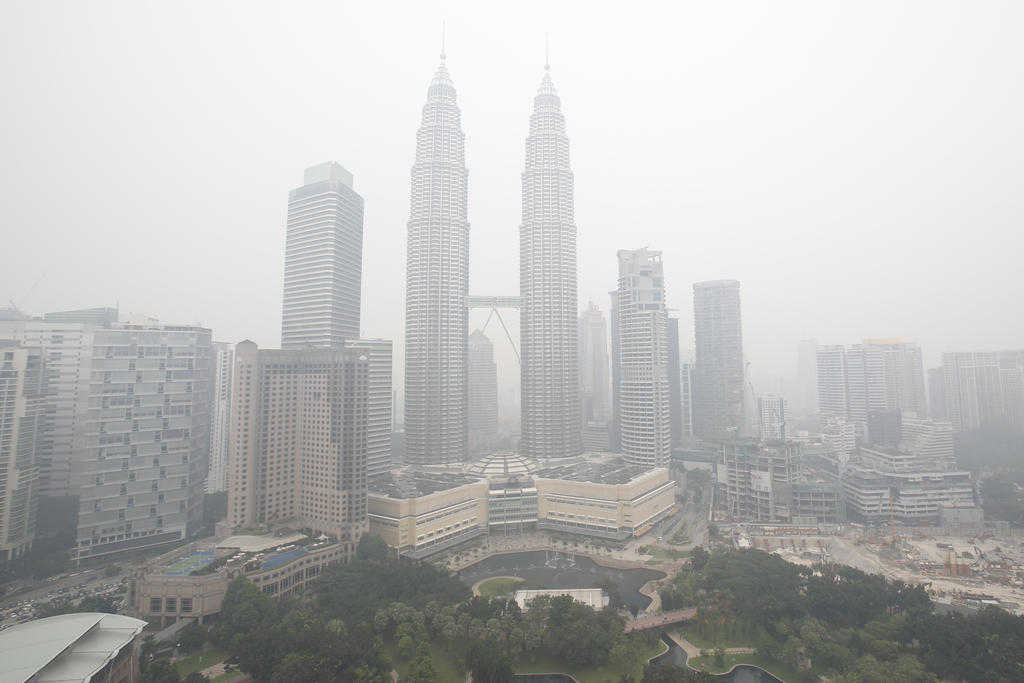 Scores ill, schools closed in Malaysia due to toxic fumes