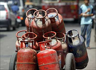 Non-subsidised LPG hiked by Rs.16.50 a cylinder