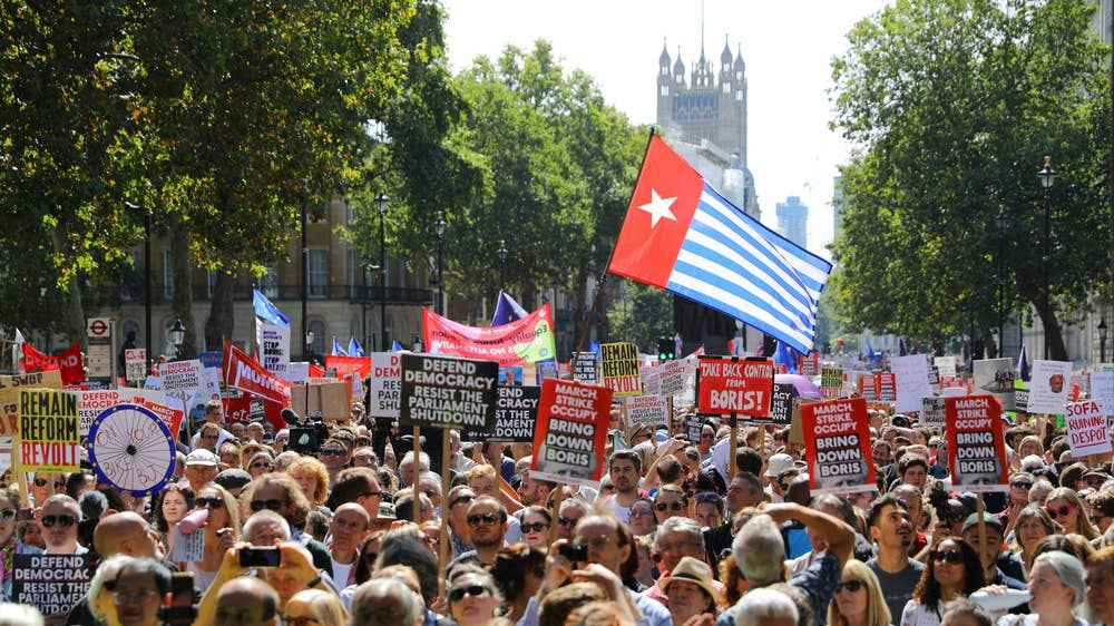 Thousands protest against parliament suspension in Britain