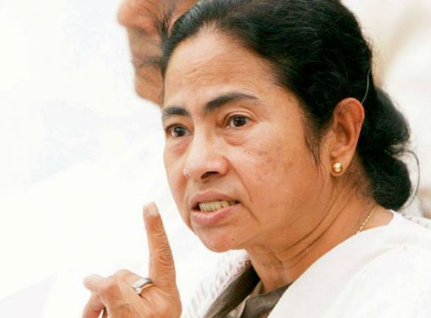 Modi government believes in selling out nation: Mamata