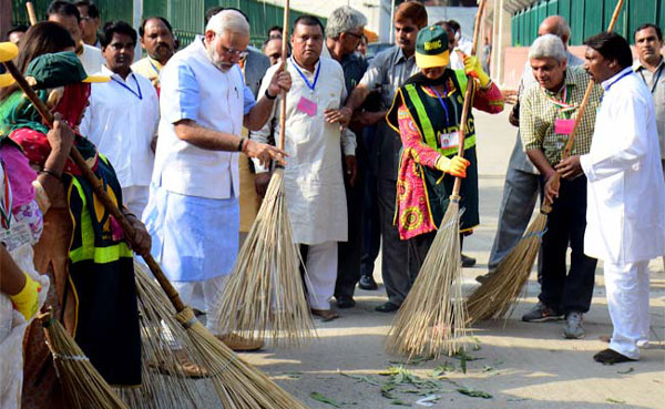Modi starts Clean India drive, says India can do it
