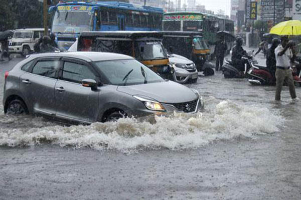 Heavy rains lash Kerala; alert sounded in four districts
