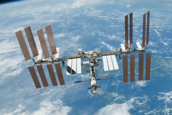 NASA working on small air leak on ISS, crew safe