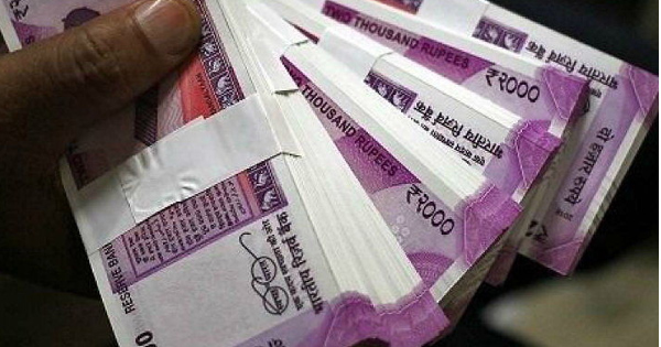 On DeMo anniversary, former FinMin official asks for demonetisation of Rs 2,000 notes