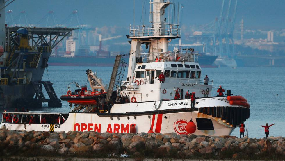 More migrants evacuated from Spanish rescue ship Open Arms