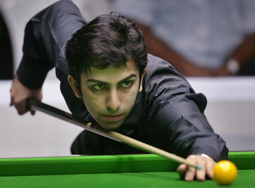 Snooker: Advani downs Steve Davis