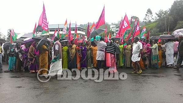 Women tea pluckers begin hunger strike