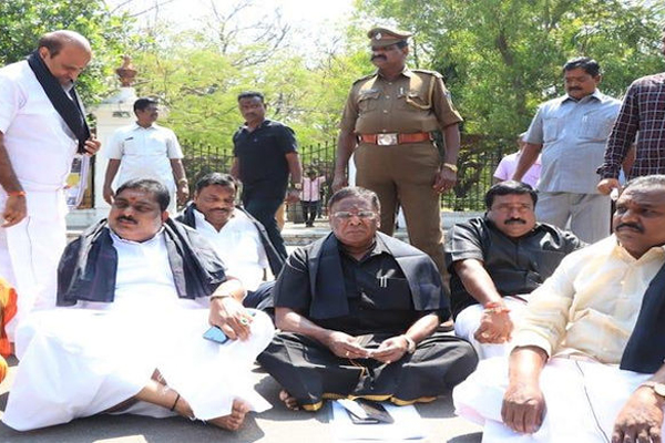 Puducherry CMs protest enters Day 3