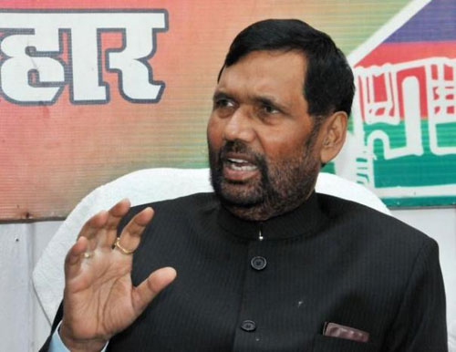 Paswan asks states to rise above politics to control prices