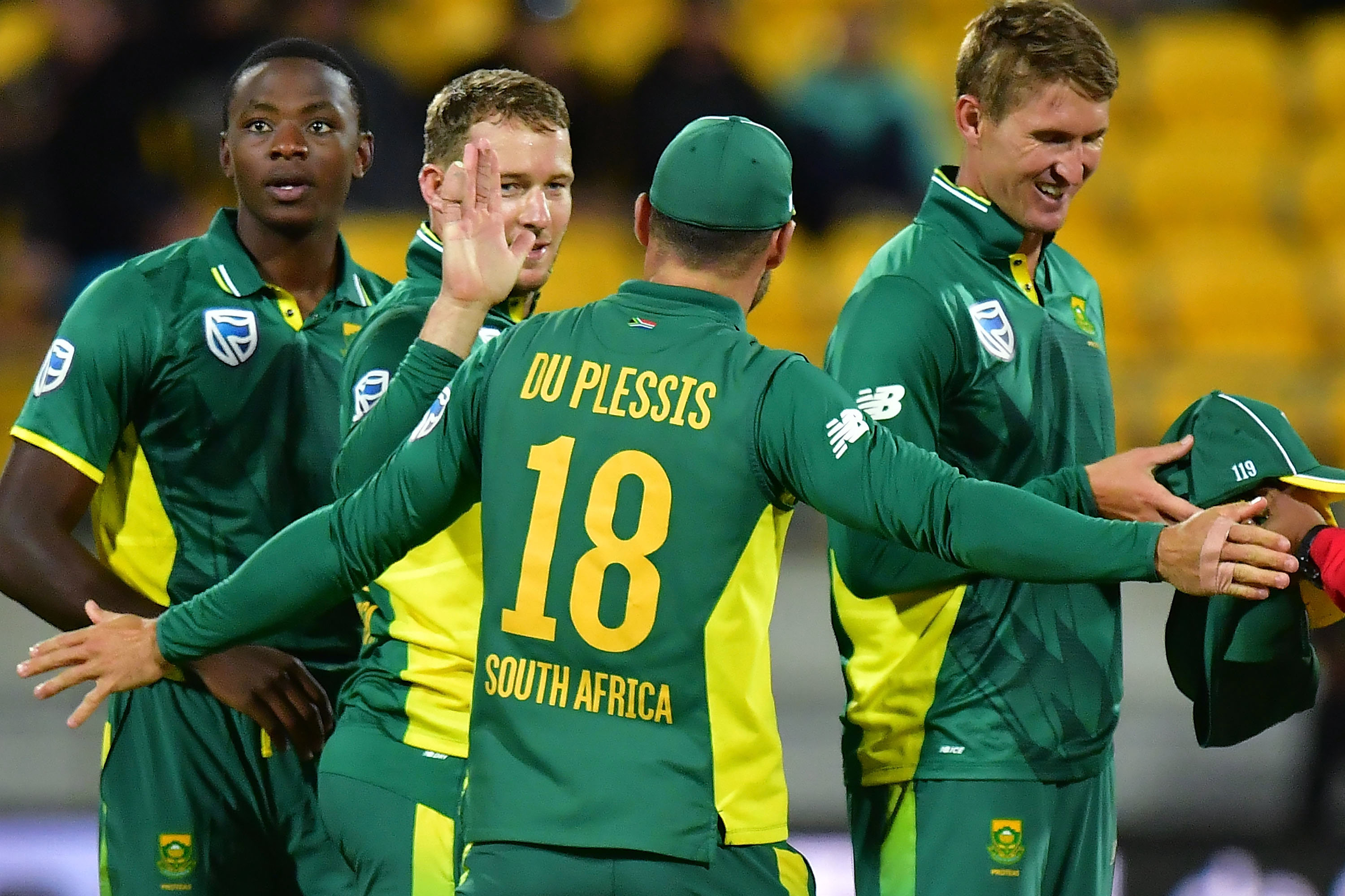 De Villiers record sets up thumping win over New Zealand